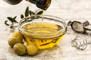 olive oil in cup